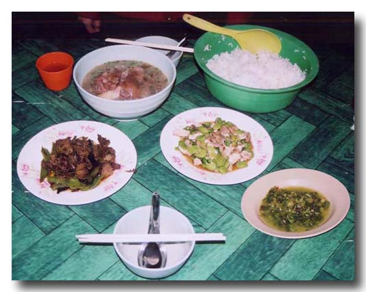 シャン料理:ふるふる豚足スープ、豆腐チャンプルー風炒めもの他