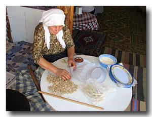 マントゥを作るおばあちゃん