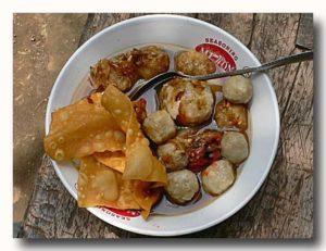 ミーバッソ 魚のつみれ入り麺