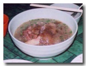 シャン族の豚足スープ