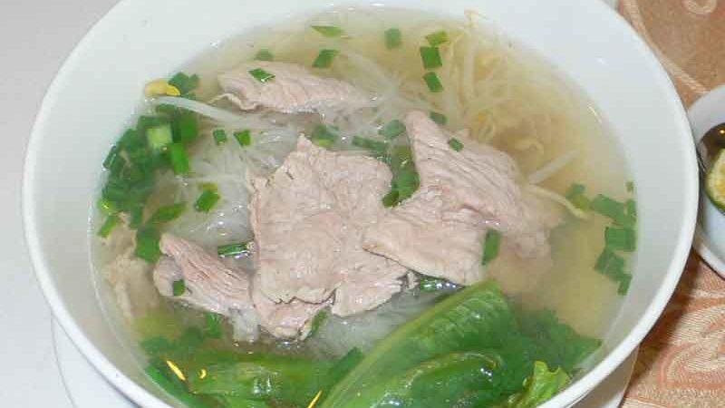 フォー・ボー Phở bò [牛肉のせ米平麺]