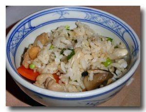 コムハウタイカムガー 鶏五目飯の茶碗盛り