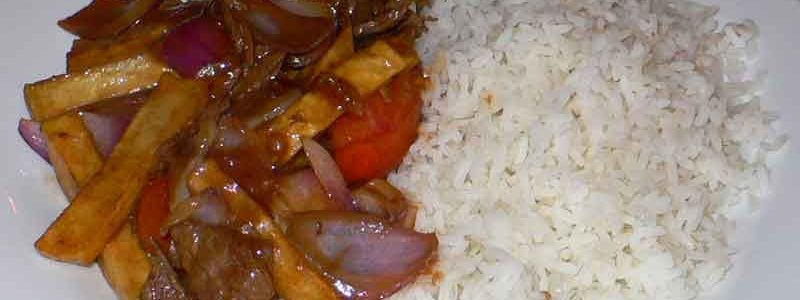 ロモサルタード 牛肉とジャガイモの炒め物