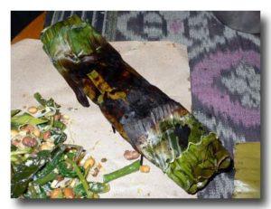 ペペス・イカン 焦げたバナナの葉