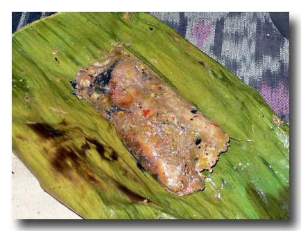ペペス・イカン 魚のバナナの葉包み焼き
