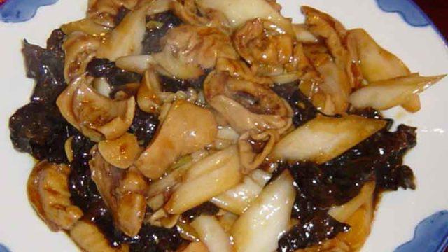 大腸白菜炒木耳 [大腸、白菜、木耳の炒め物]