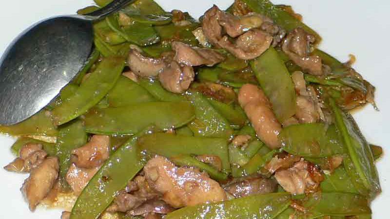 トゥミス・ブンチス・アムペラ tumis buncis ampela [砂肝と絹さやの炒め煮]