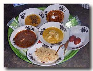 ロンボク島の割礼の宴会料理セット