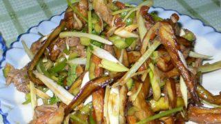 拆骨肉拌茄子 chai gu rou ban qie zi [スペアリブと茄子の味噌和え]