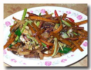 客家小炒の皿 烏賊の薫製と野菜の醤油炒め