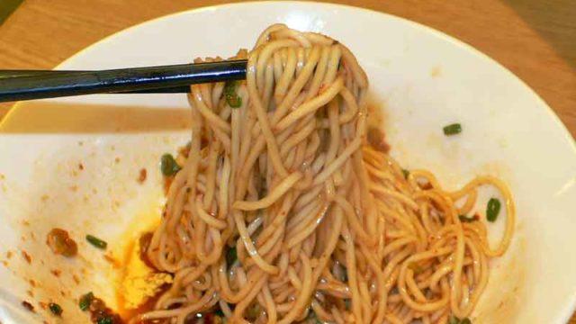 紅油燃麺 hóng yóu rán miàn [ラー油和え麺]