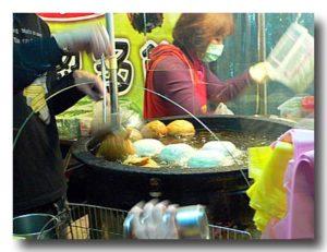 葱多餅を揚げる