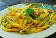 涼拌金針花 liáng bàn jīn zhēn huā [金針菜の和え物]