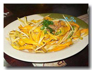 涼拌金針花 金針菜の和え物 皿全体