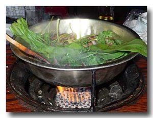 焼牛肉 炒めた肉に野菜を投入