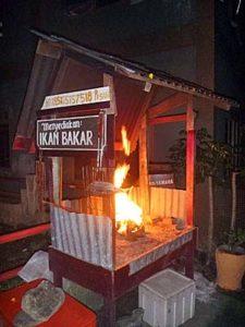 イカンバカール用の炉で炎があがる