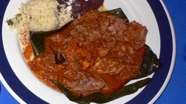 コチニータ・ピビル ユカタン風豚肉の葉包み蒸し