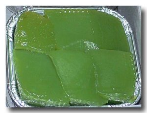 カノム・チャン・バイ・トゥーイ パンダナスとココナッツの菱餅