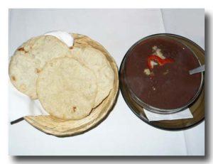 ソパ・デ・フリホレス 黒豆のスープとトルティーヤのセット