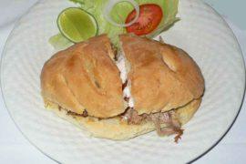 パン・コン・ピエルナ pan con pierna al horno [豚すね肉のサンドイッチ]