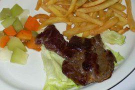 カルネ・ア・ラ・プランチャ carne a la plancha [肉の鉄板焼き]