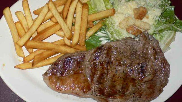 リブアイステーキ rib eye steak [ステーキのメキシカンサルサ添え]