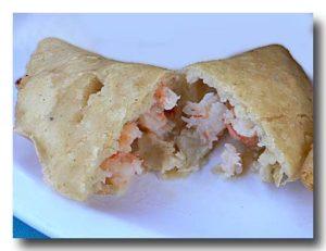 エンパナダス・デ・カマロン エビ入り揚げパンを割ったところ
