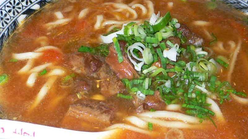 番茄牛肉麺 fān qié niú ròu miàn [トマト牛肉麺]