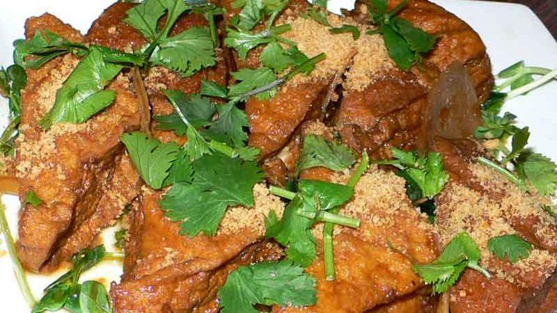 黄薑豆腐 huáng jiāng dòu fǔ [生姜と厚揚げの煮物]