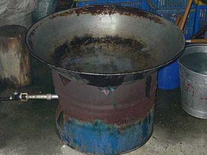 蒸し用に大きなフライパンにお湯を沸かしておく
