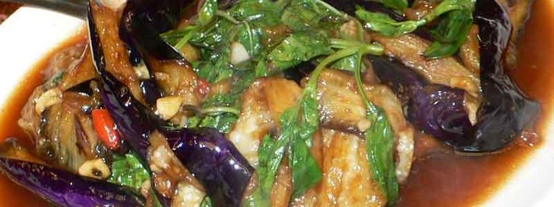 塔香茄子/九層塔茄子 tǎ xiāng qié zǐ [茄子と台湾バジルの炒め物]