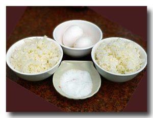 砂鍋鮭魚頭 [鮭の頭鍋] の用にもらった卵とごはん