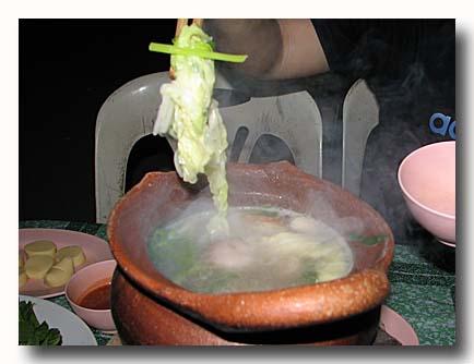 タイスキ 屋台でタイスキ 鍋で具を煮込んでいるところ