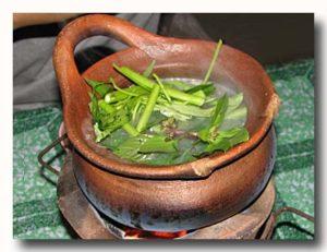 タイスキ 屋台でタイスキ 鍋で具を煮込んでいるところ 野菜投入