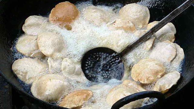 プリー・バジ 揚げパンの野菜の煮込みカレー添