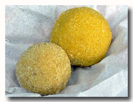ラドゥー インドの豆粉で作った落雁