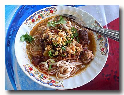 カノムチン・ナムギャオ タイ風素麺トマトスープ味