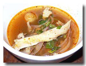 ヤムジンガイ タイ北部風スパイシー鶏スープ を取り分けたところ