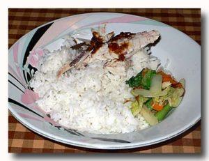 ご飯の上に乗ったイカン(魚) バンダ島