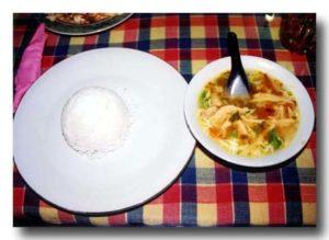 ソトアヤム 鶏肉の具だくさんスープ