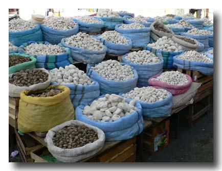 メルカドに並ぶ乾燥芋