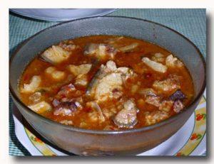 バビ・アサム・パダス 豚の酸辣煮 皿全体
