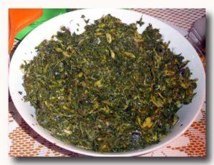 トゥミス・ダウン・ペパヤ パパイヤの葉の炒め物