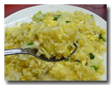 飛魚卵炒飯 とびっこ炒飯をすくったところ