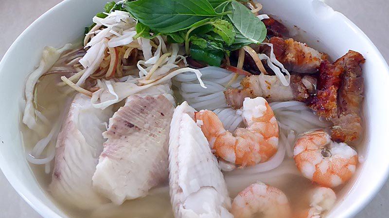ブン・ヌック・レオ クメール風汁麺