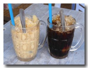 カフェ・ダー/カフェ・スアダー アイスコーヒーと練乳アイスコーヒー