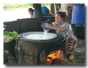 ラオスの米麺作り
