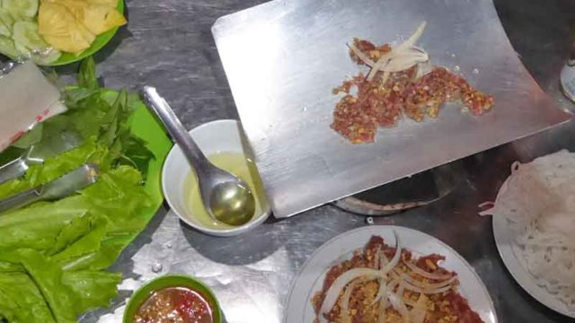 ベトナムの瓦焼き肉(ダラットスタイル)