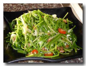 野蓮(タイワンガガブタ)の炒め物